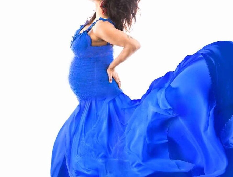 HOW TO LOOK BETTER IN YOUR MATERNITY PHOTOSHOOT